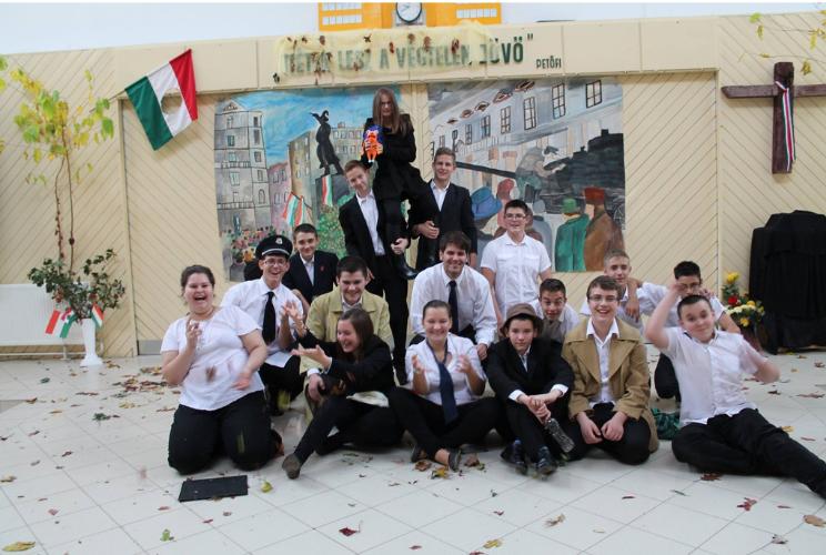 Október 23 - i műsor után készült fotó az 1. osztályommal